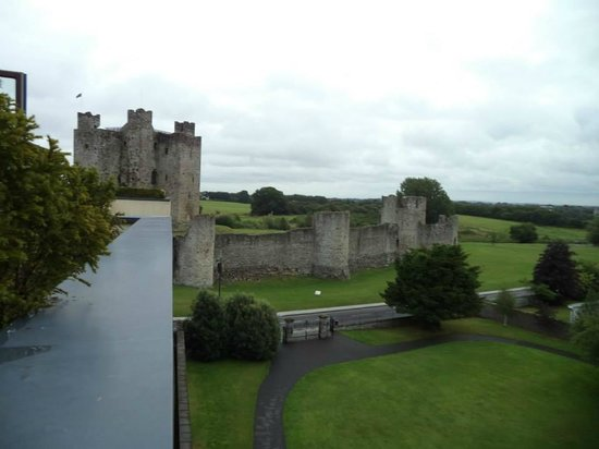 Trim Castle Hotel: The view from our room