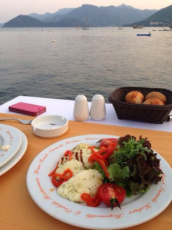 Elegance Hotels International, Marmaris: Halloumi salad nice view