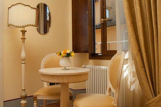 B&B Casa Leopardi: tavolino relax