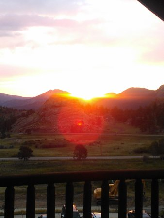 Mary's Lake Lodge Mountain Resort and Condos: Hello sun