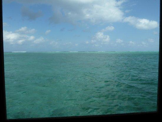 Medhufushi Island Resort: Turquoise seas