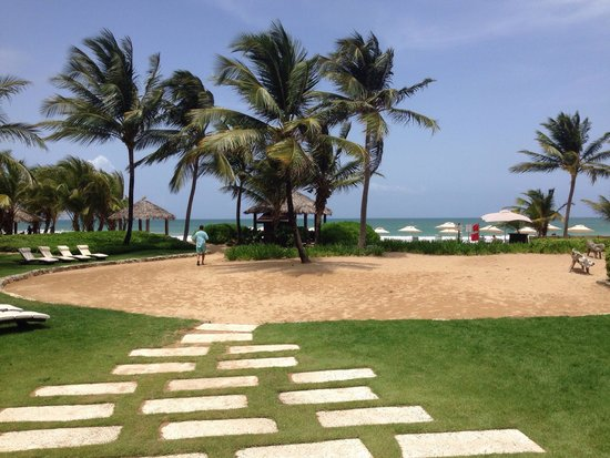The St. Regis Bahia Beach Resort: To the beach