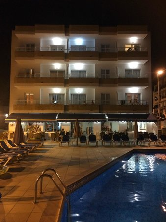 Apartamentos Sol Bahia : L'hotel by night