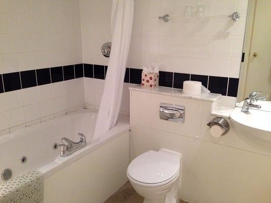Grand Metropole Hotel : Superior bathroom with spa bath