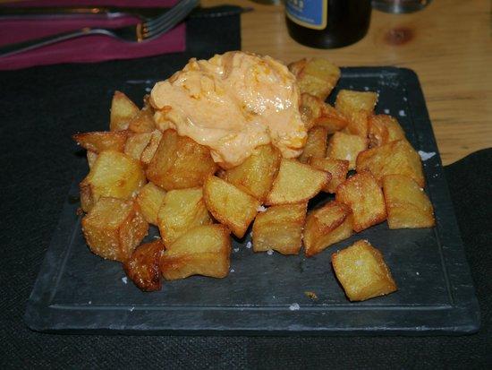 B Burger: Patatas bravas
