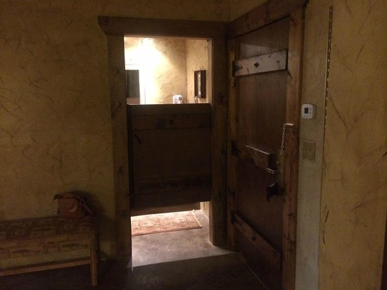 The Inn at Leola Village, Lancaster: Bathroom *door*