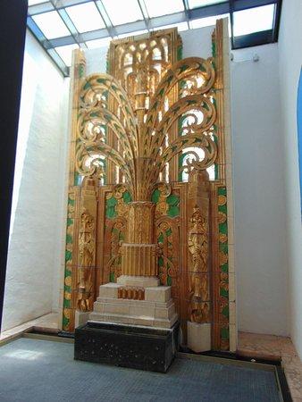 Art Deco Tours: Gilded statue