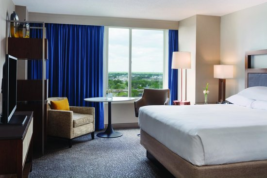 Hyatt Regency Wichita: Standard room with King Bed