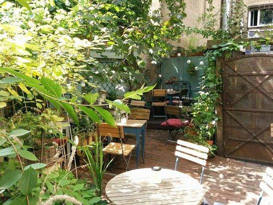 Weranda Caffe: Back Garden