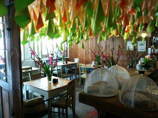 Weranda Caffe: Indoor seating area