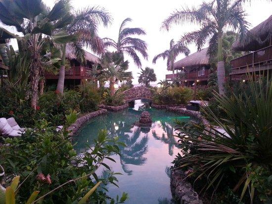 Van der Valk Kontiki Beach Resort: Zoutwaterzwembad bij de 'huisjes'