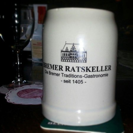 Bremer Ratskeller: La birra si beve in queste tazze.