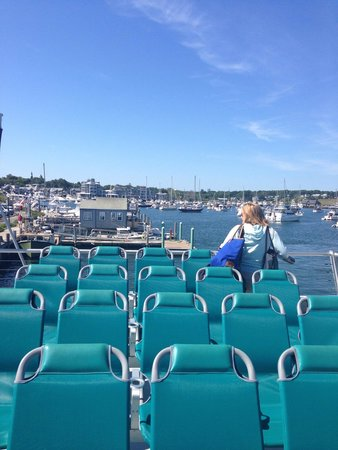Martha's Vineyard Fast Ferry: MV dockside
