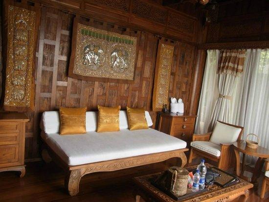 Santhiya Koh Yao Yai Resort & Spa : Living area in Villa