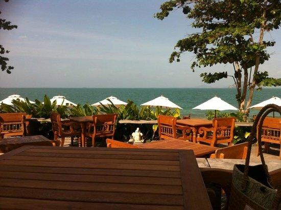 Santhiya Koh Yao Yai Resort & Spa : One of the patio areas