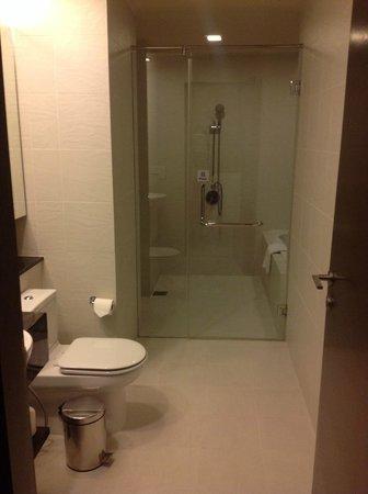 PARKROYAL Serviced Suites Kuala Lumpur : bathroom