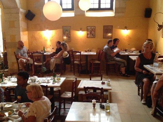 Tamam Restaurant : Salle agréable au frais quand il fait trop chaud dehors