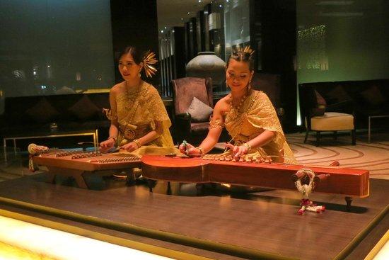 Amari Watergate Bangkok : Musicians at the lounge