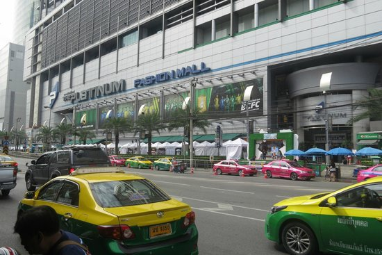 Amari Watergate Bangkok : Shopping Mall across the road