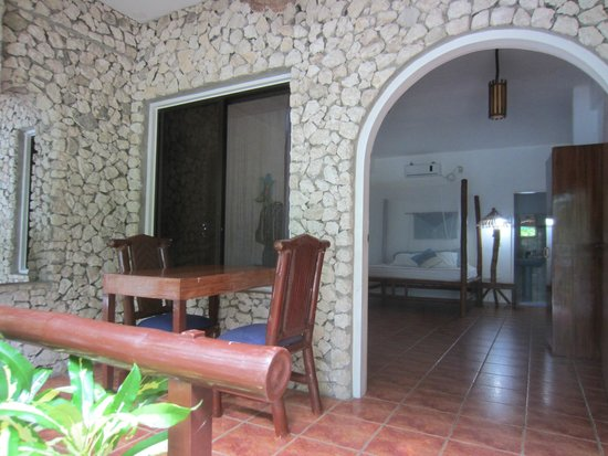 The Blue Orchid Resort : Our first room