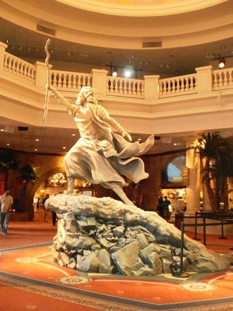 Sight & Sound Theatres: Beautiful statue in theatre of Moses