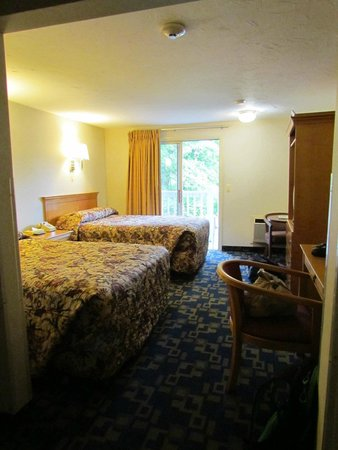 Hyannis Travel Inn : chambre