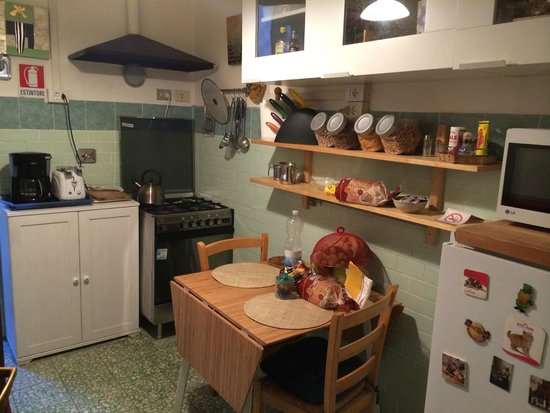 Vatican Vista Bed and Breakfast: kitchen