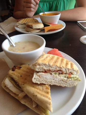 Samuel's Coffeehouse: Delicious soup and sandwich special :-)