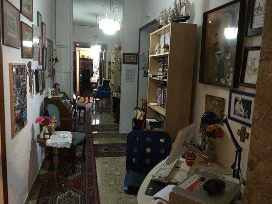 Vatican Vista Bed and Breakfast: hallway