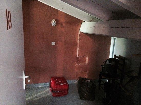 Finta Cassettiera Letto : Anticamera con finta cassettiera picture of hotel restaurant de