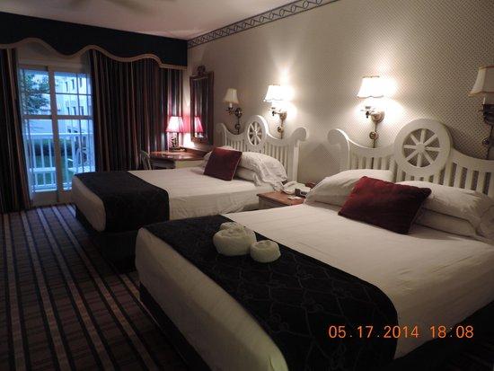Disney's Yacht Club Resort: Corner room