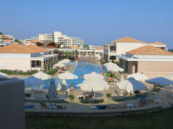 La Marquise Luxury Resort Complex: pools between rooms