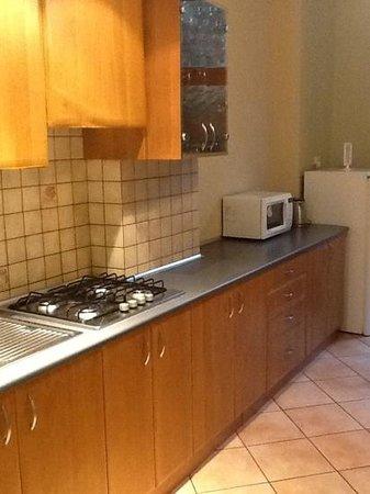 P&J Apartamenty Sw. Krzyza: cucina del primo appartamento