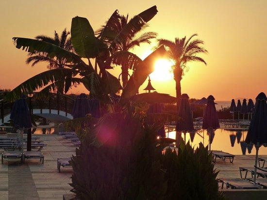 Horizon Beach Resort: coucher de soleil vu du restaurant