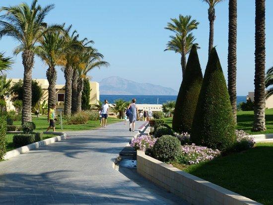 Horizon Beach Resort: La taverne entre l'hotel et la plage