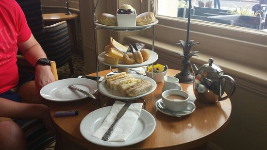 The Old Ship Hotel: Afternoon tea
