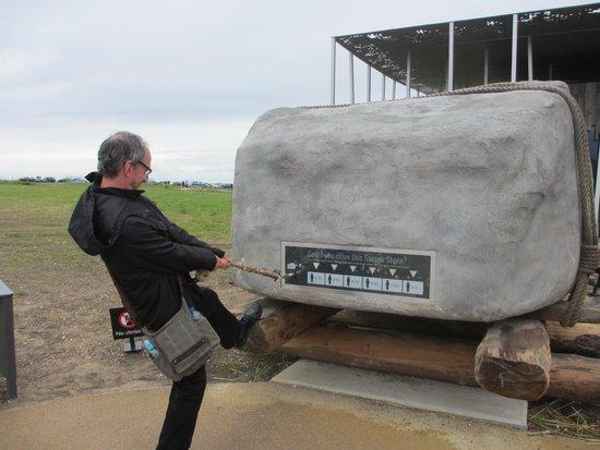 how much do the stones weigh エイムスバレー ストーンヘンジの写真