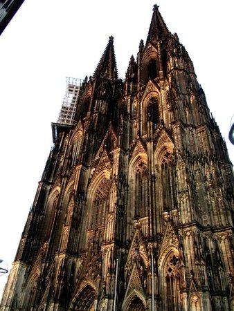 Cathédrale de Cologne : Kölner Dom, around 8PM in the summer