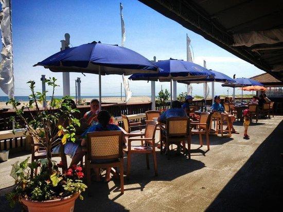 Hampton Lady Beach Bar & Grill: Ocean Deck