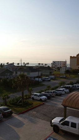 Days Inn & Suites Galveston West/Seawall: View of the Gulf from 3rd floor balcony