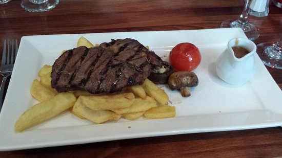 The Old Ship Hotel: Ribeye steak...perfect size so that we could have dessert too!