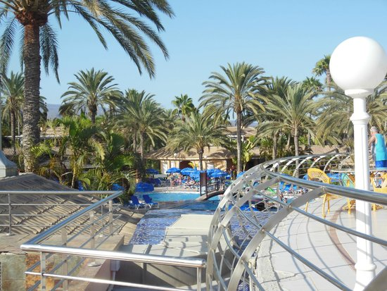Hotel Dunas Suites and Villas Resort: view from the top level by reception over the main pool