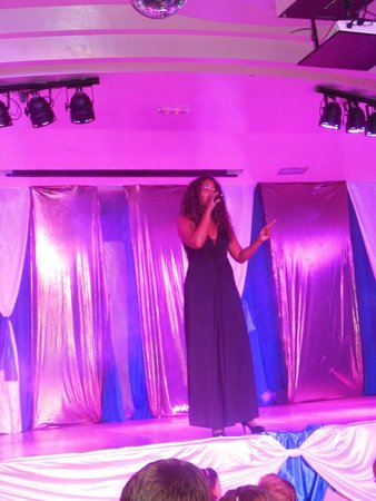 Hotel Dunas Suites and Villas Resort: Beautiful Barbara with her beautiful voice