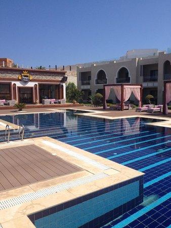 Sunrise Grand Select Arabian Beach Resort: royal pool