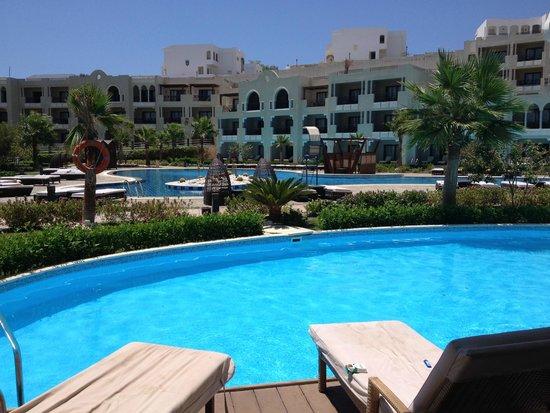 Sunrise Grand Select Arabian Beach Resort: swim up room