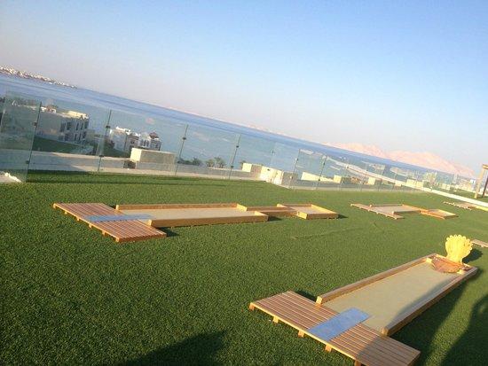Sunrise Grand Select Arabian Beach Resort: roof top golf
