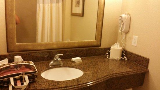 Hilton Garden Inn Abilene : Spacious since and vanity area