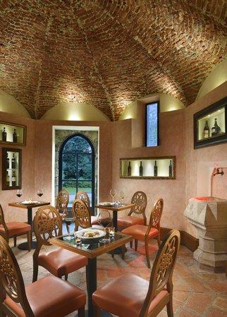 Dan garden lounge oleggio castello ristorante for Dal pozzo arredamenti