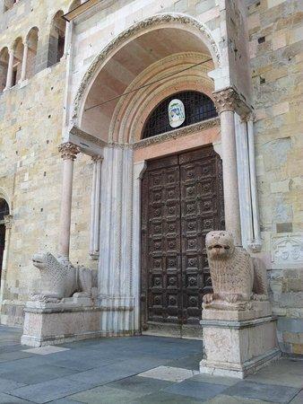 Cattedrale di Parma: Portale di ingresso