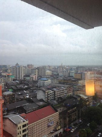 Sule Shangri-La Yangon: VIEW OF OUR ROM ON OUR SECOND STAY